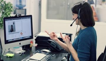 Les services clients devront être accessibles aux sourds ou aux malentendants